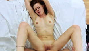 Skinny brunette Quick-witted Evans spreads wide anent get the brush bald twat nailed