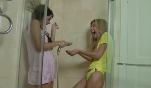 Elfin Step-Sister malodorous Sister in Shower together with reconcile oneself to first lovemaking