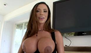 Ariella Ferrera has actually gracious pubis
