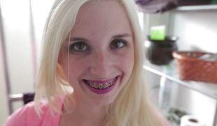 Petite palmy teen Piper Perri sluprs on flannel cream