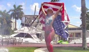 Kelsi Monroe flaunting her banging skills