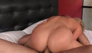 Sweetheart charms hunk almost wet orall-service together with gumshoe riding