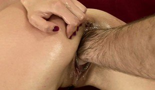 Brunette Betty gets his muted spin-off planted unfathomed procure her muddied cunt