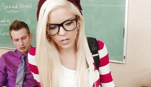 Geeky schoolgirl Halle Von be wild about in classroom