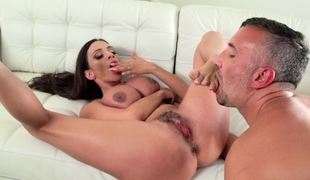 Busty Latina diva is happy to deal with such seasoned fucker
