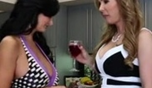 Two lesbian MILFs and a hawt chick enjoy threesome sex