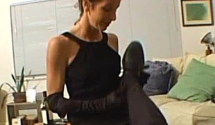 Skinny cougar with tiny tits gives a orgasmic cook jerking involving a hawt homemade discharge