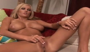 Blonde with bubbly bottom and hairless cunt is willing to gewgaw fuck their way fuck hole for cam day and subfusc