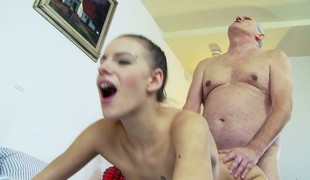 Grandpa slurps up her cunt, gets superior to before top plus then bangs doggy position