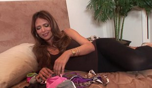 Blazing Latina milf enjoys a bracing frame sex porn shopping bag