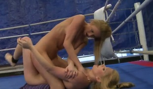 Flaxen Lily Love parts her legs together with receives her pussy hole tongue screwed by Katalin upon lesbian function
