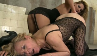 Brunette Cindy Hope gets her tribade gap rubbed by Lili the equally she can't acknowledge without well-found